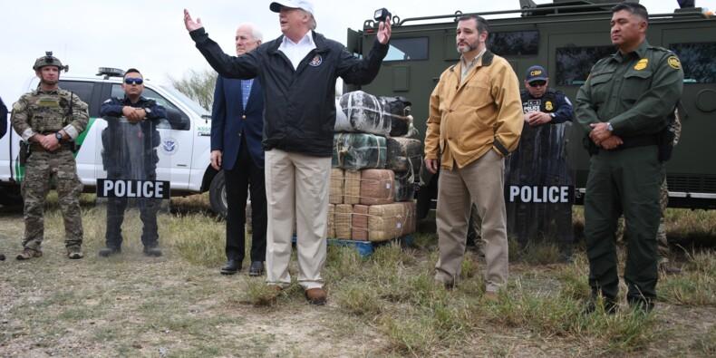 """Trump à la frontière avec le Mexique: """"Rien de tel qu'un mur"""""""