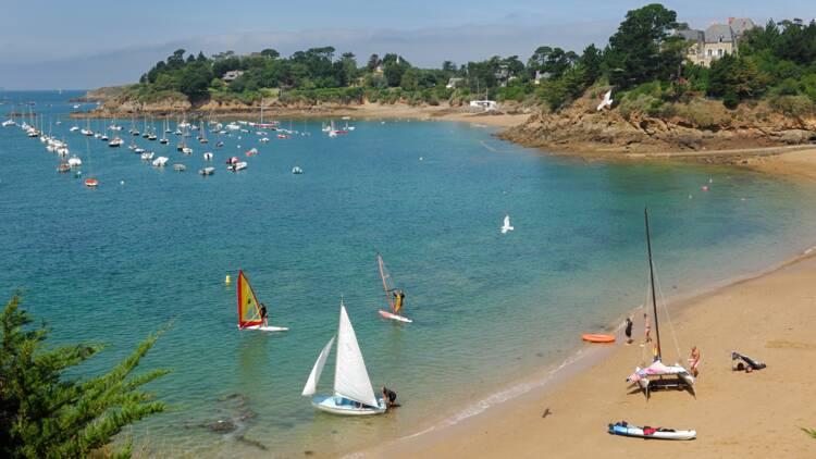 Près de Saint-Malo, de riches propriétaires empêchent toujours l'accès à la mer