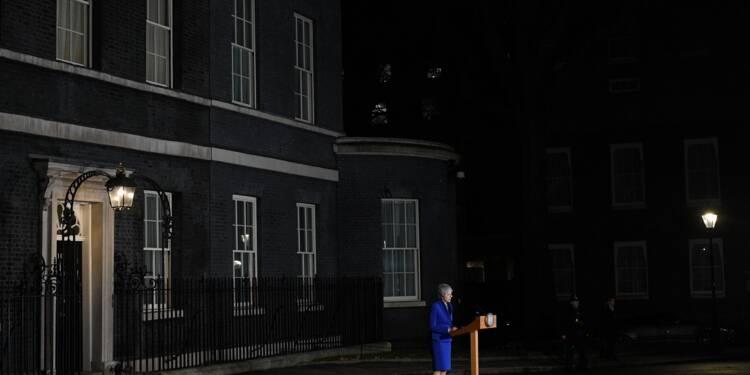 """Nissan dénonce le flou du Brexit, Theresa May reste """"déterminée"""" à l'exécuter"""