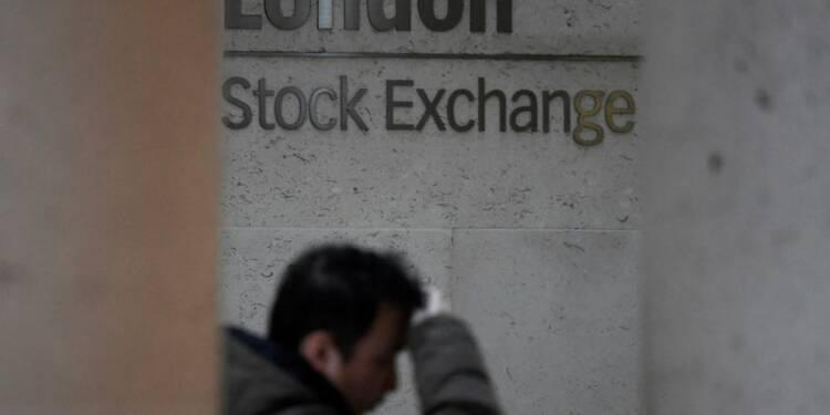 Légère baisse des Bourses européennes dans une ambiance morose