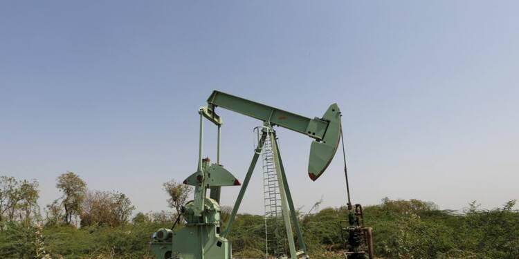 Le pétrole termine dans le désordre à New York