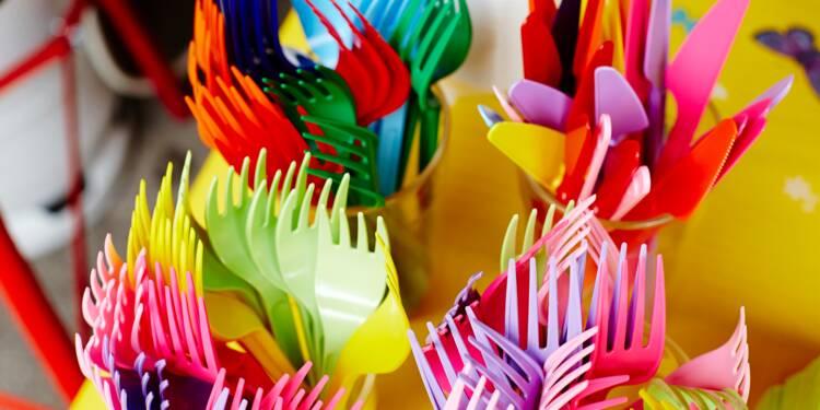 Interdiction des couverts en plastique : le rétropédalage de la majorité