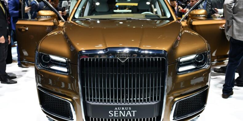 L'Aurus Senat, la limousine de Poutine, attire la foule à Genève