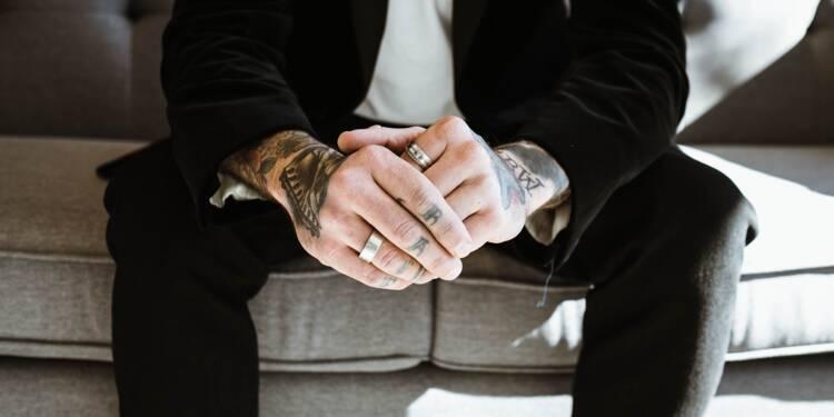 Tatouages et boulot : fini de se cacher ?