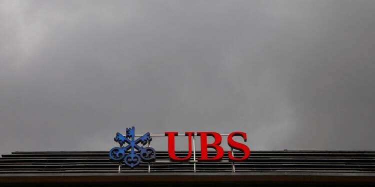 UBS accroît ses provisions après l'amende française, le titre recule