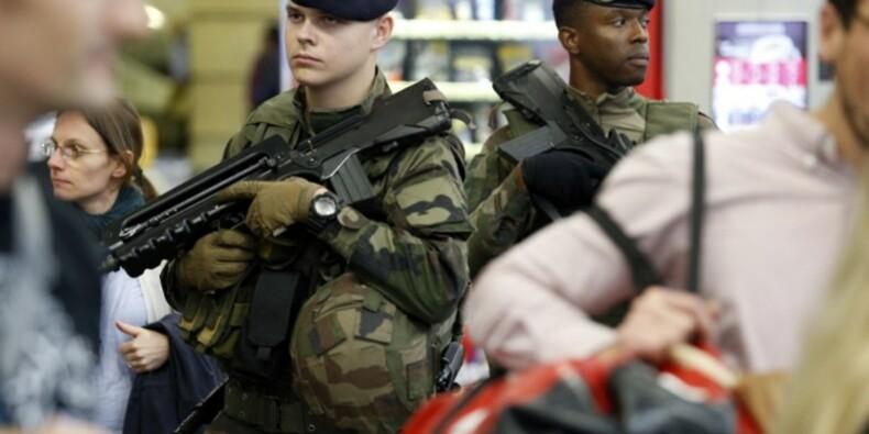 Gilets jaunes : polémique sur l'usage des armes à feu par les militaires
