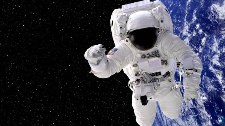 Pas de combinaison taille M, la NASA annule l'expédition d'une astronaute !