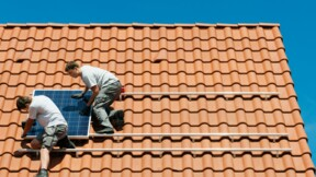 Fenêtres et panneaux photovoltaïques: les chiffres qui accablent les artisans