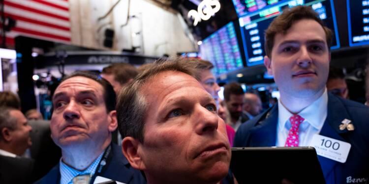 Wall Street ouvre en baisse, inquiète des ralentissements chinois et américains