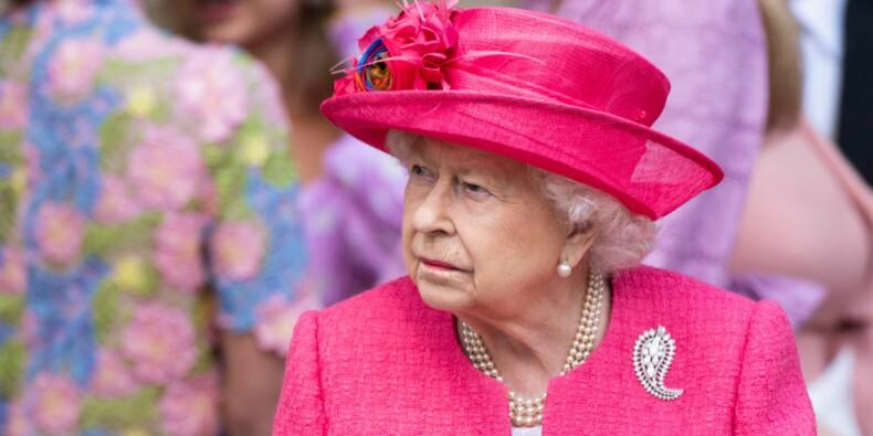 La reine d'Angleterre en quête d'un community manager
