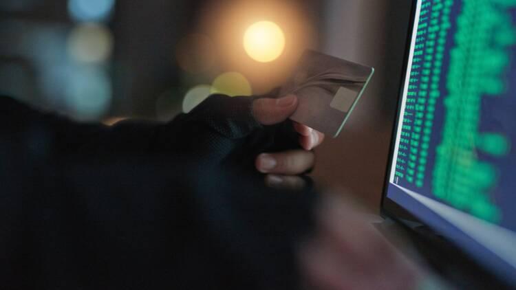 Fraude à la carte bancaire : plainte et remboursement