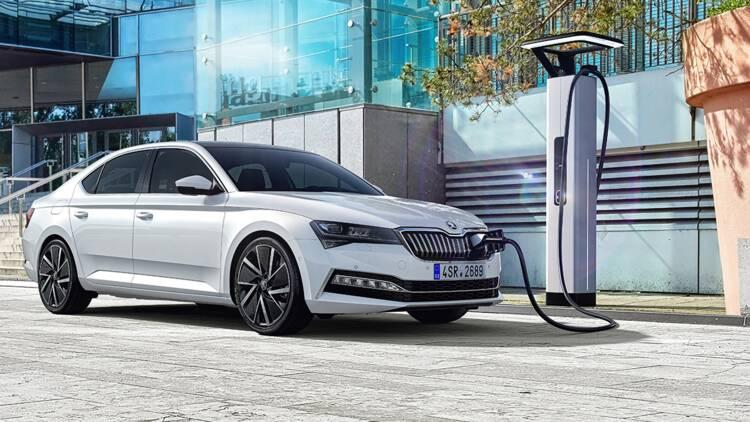 Skoda Superb 2019 : version hybride rechargeable et restylage au programme