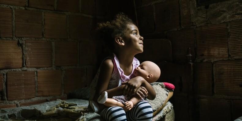 Au Brésil, des enfants défilent pour se faire adopter