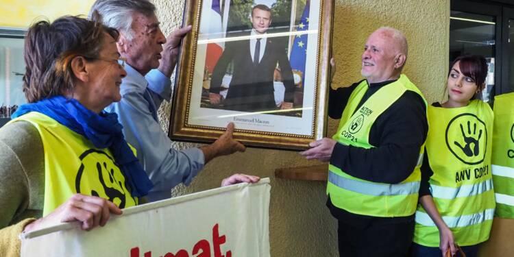 Premières amendes pour les militants écolos qui avaient décroché le portrait d'Emmanuel Macron