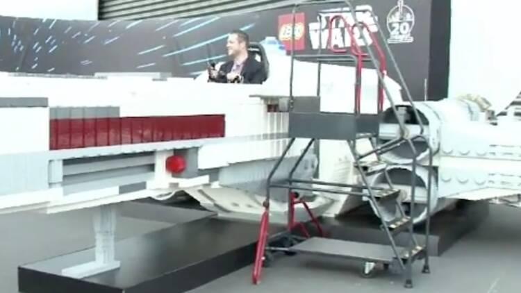 1,5 million de briquettes, 2.500 heures de travail... un vaisseau de Star Wars reproduit en Lego