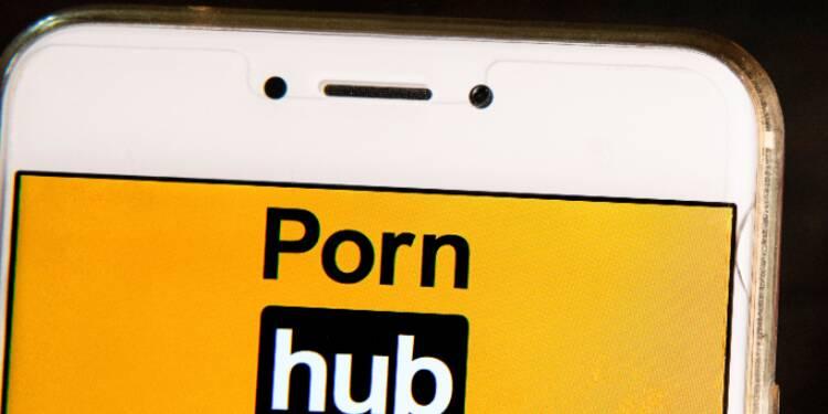 À Antibes, le panneau JCDecaux renvoyait vers un site porno