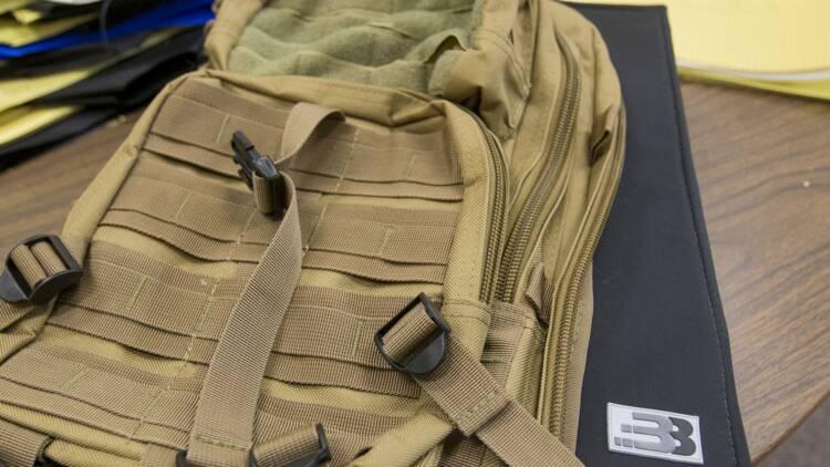 Les ventes de sacs à dos pare-balles explosent aux États-Unis