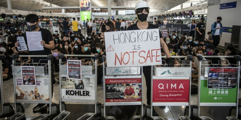 Hong Kong : Cathay Pacific menace de licenciement les employés qui manifestent