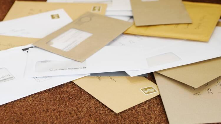 Les habitants de Palaiseau attendaient leur courrier, il était au local poubelles