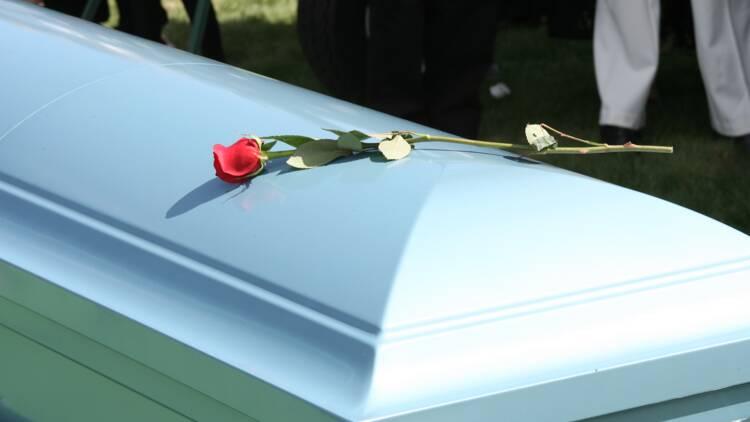 Les pompes funèbres zappent le rendez-vous, un Nordiste obligé d'enterrer son père tout seul