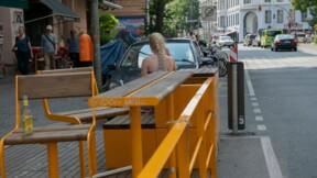 À Paris, la mairie transforme des places de stationnement en terrasses