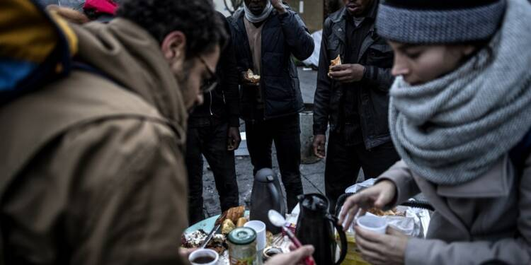 La réforme de la carte bancaire des demandeurs d'asile fait polémique