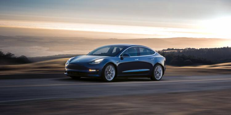 Un couple dépense sans le vouloir une fortune pour des mises à jour sur sa Tesla