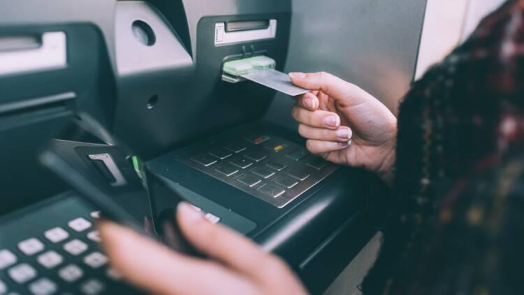 Le premier distributeur de billets sans banque débarque en France