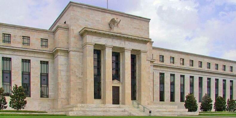 """Les dommages sur l'économie risquent d'être """"durables"""", avertit la Fed"""