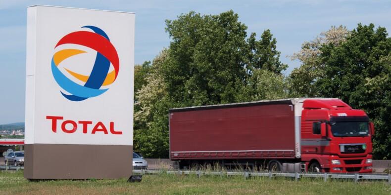 """Total : l'approvisionnement en carburant perturbé, des salariés font """"barrage"""" à Grandpuits"""