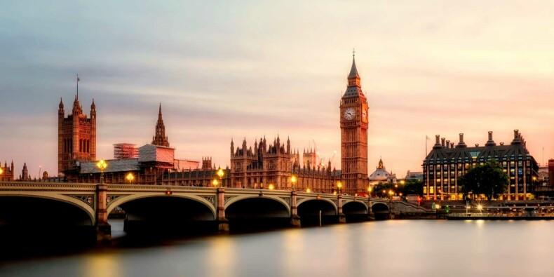 """L'économie du Royaume-Uni accuse sa """"pire récession jamais enregistrée"""""""