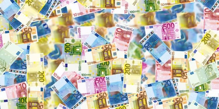 Payer parce qu'on a de l'argent en banque ? Le phénomène se répand en Europe