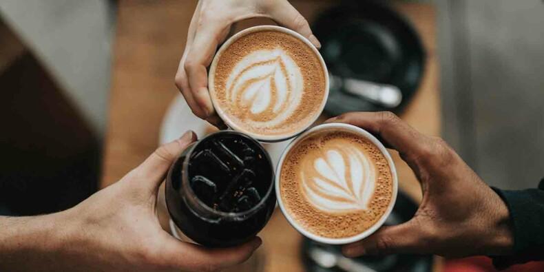 Dans ce café, des handicapés font le service