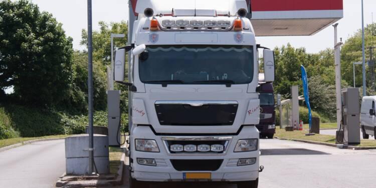 Sainte-Maxime : un camion laisse des traces de peinture sur 3 km, la ville réclame remboursement