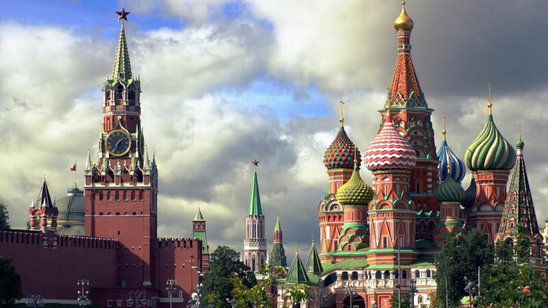 Le variant Delta s'étend en Russie, les restrictions s'intensifient