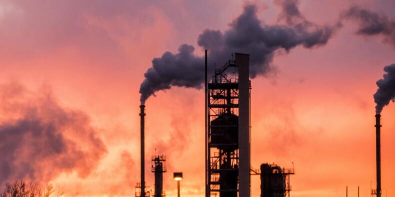 Le pétrole plonge, l'Arabie saoudite pourrait rétablir sa production d'ici 2 à 3 semaines