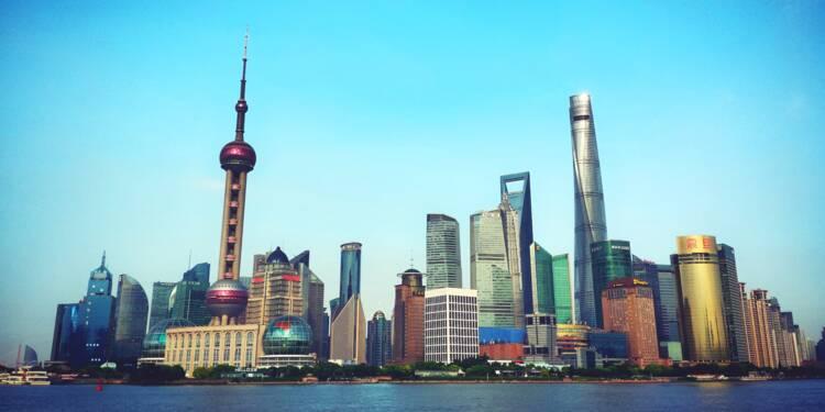 L'économie de la Chine accélère dans les services, les inondations pèsent sur l'industrie