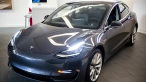 Surprise par la caméra d'une Tesla, la vandale risque gros