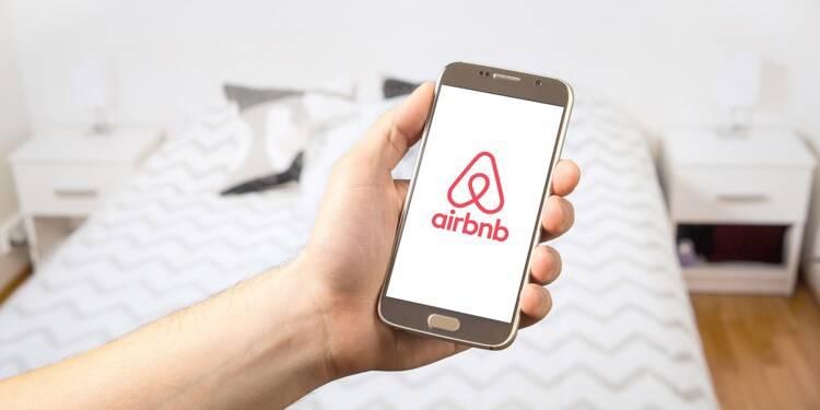"""Anne Hidalgo alerte le président du CIO sur les """"risques"""" d'un sponsoring d'Airbnb"""