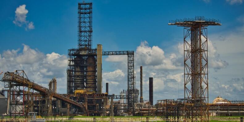 Pétrole : le prix du baril chute, les stocks gonflent aux Etats-Unis