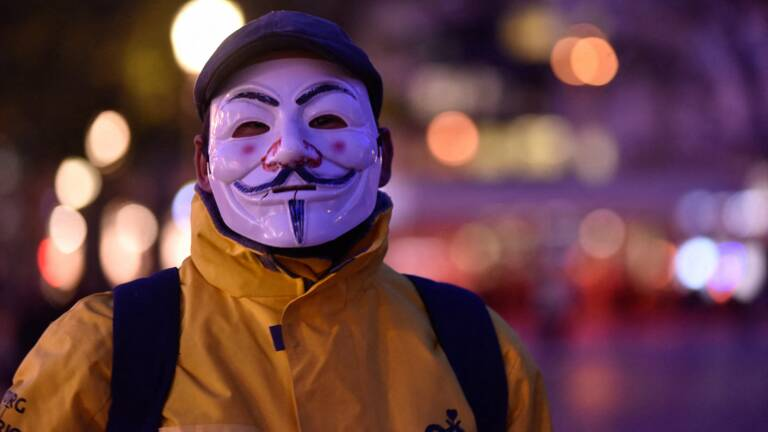 Joker Anonymous Le Tres Profitable Business Des Masques Contestataires Capital Fr