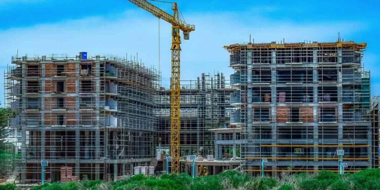 Crowdfunding immobilier : bénéfices et risques pour les investisseurs en période tendue