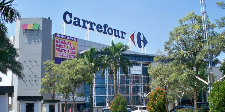 Insultes racistes contre une caissière Carrefour : la cliente sera jugée en juillet