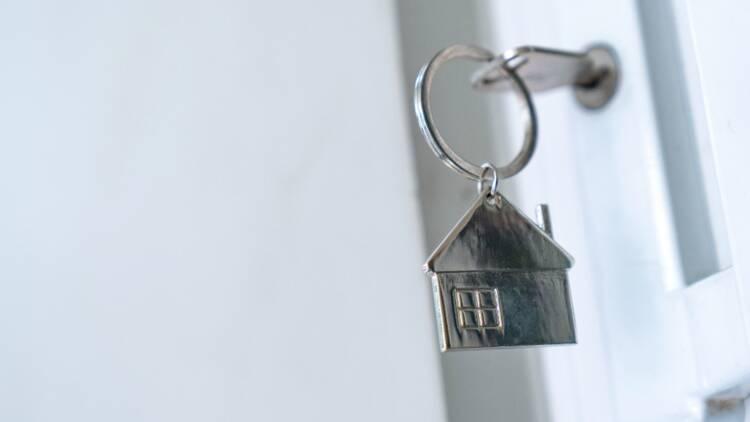 Une quarantaine de personnes passe la nuit dehors... pour acheter un appartement