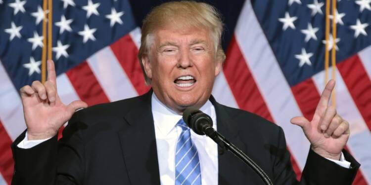 """Face au risque de récession, Donald Trump promet des mesures """"de grande ampleur"""""""