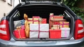 Un père Noël anonyme couvre de cadeaux les habitants d'une ville canadienne