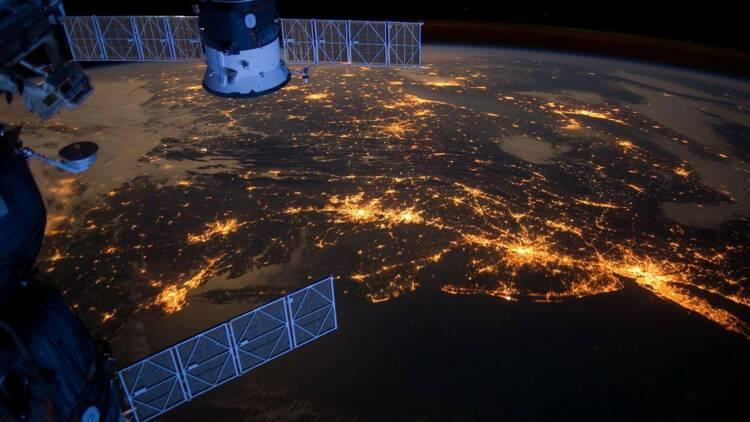 SpaceX lance ses nouveaux satellites chasseurs de pirates