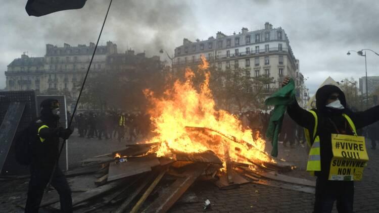 Grèves, Gilets jaunes… gare à l'explosion de la bulle sociale en France !
