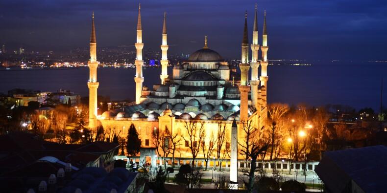 Turquie : la livre tombe à un plus bas record face au dollar
