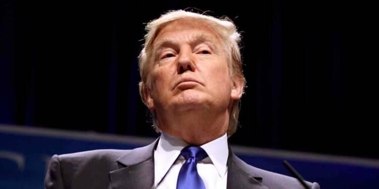 """Donald Trump annonce la """"suspension temporaire"""" de l'immigration"""